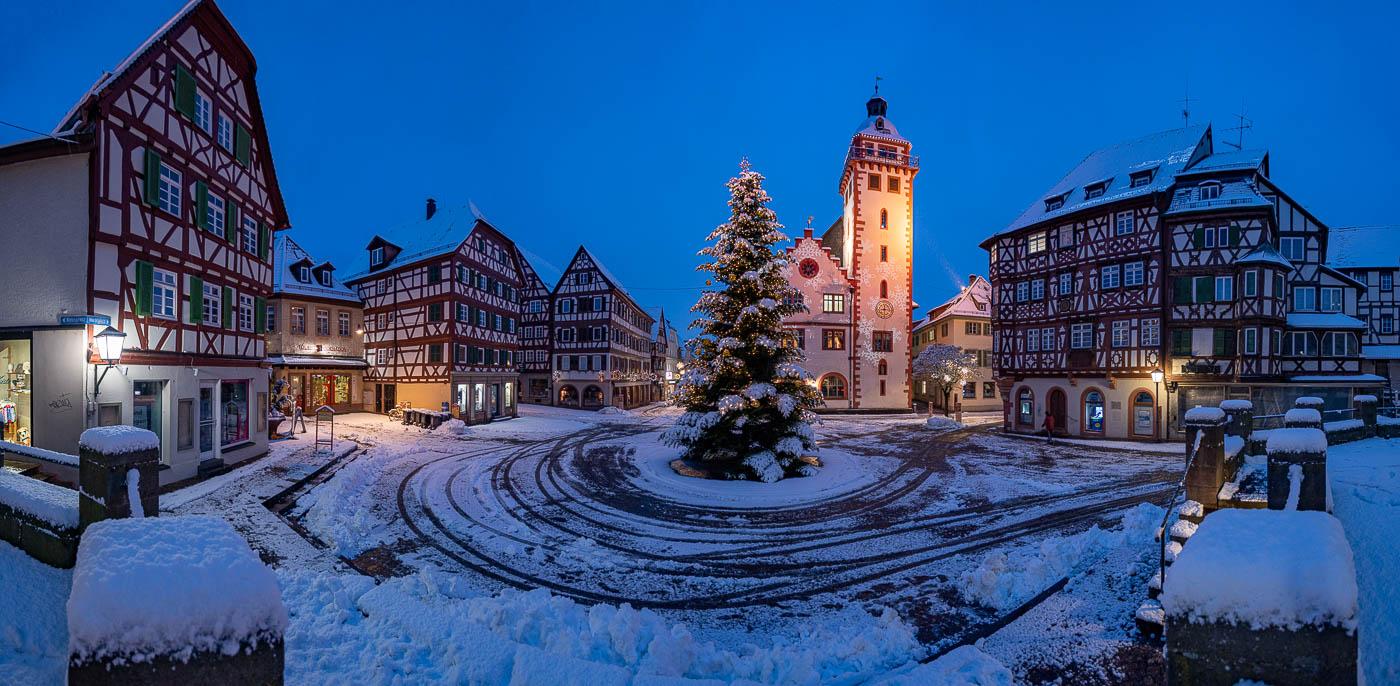 verschneiter Marktplatz in Mosbach