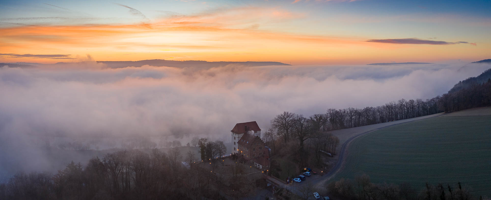 Sonnenaufgang bei Schloß Neuburg in Obrigheim