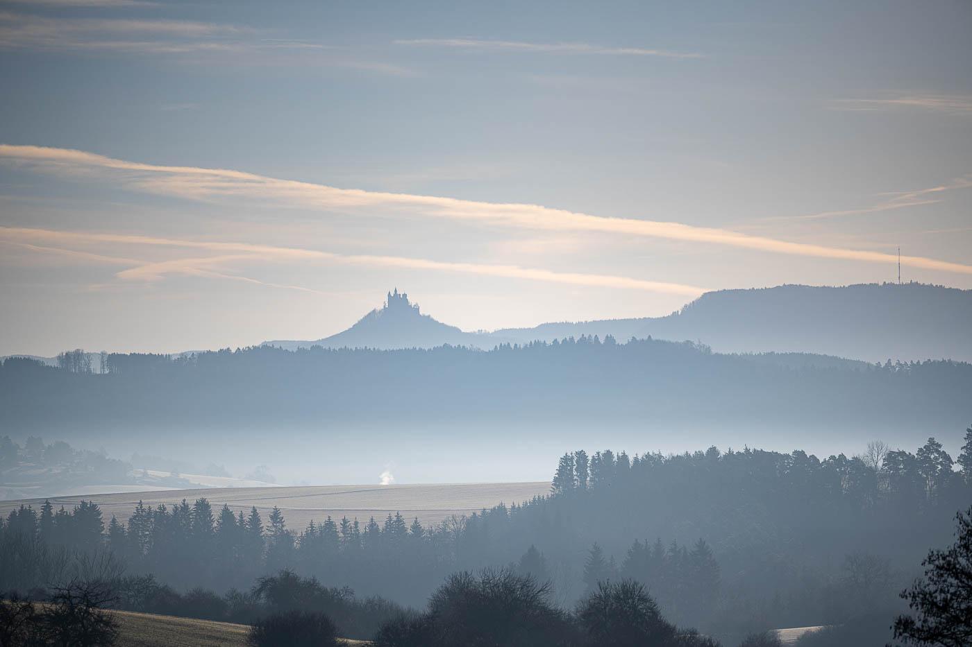 Schloß Hohenzollern im Morgennebel